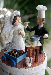topo de bolo de casamento / top of wedding cake / trabalho em parceria de Katia e Soninha Horn - o noivo é cheff e a noiva coleciona pinguins