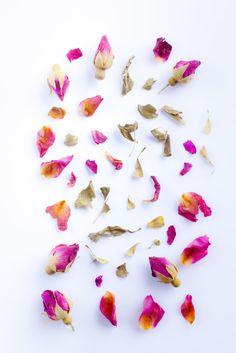 """Qu'y a t-il de plus #romantique que de magnifique #petales de #rose ! #photographe #culinaire merci por le """"re-pin"""" #marielyslorthios"""