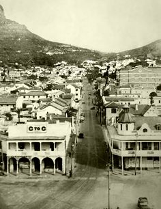 Kloof Street,Cape Town, 1942. | Photo: Fay Lea. Beaches In The World, Countries Of The World, Old Pictures, Old Photos, Vintage Photos, Cape Town South Africa, Most Beautiful Cities, My Land, Rest Of The World