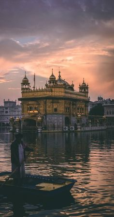 Let our Travel Connoisseurs at Alluring India tailor-make the most luxurious Amritsar tour, including the Golden Temple and Wagah border tour for you. Lonely Planet, Mumbai, Harmandir Sahib, Golden Temple Amritsar, India Images, One Day Trip, Mini Vacation, Ms Gs, India Travel