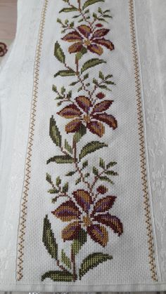 Butterfly Cross Stitch, Cross Stitch Rose, Cross Stitch Borders, Cross Stitch Flowers, Cross Stitch Designs, Cross Stitching, Cross Stitch Patterns, Palestinian Embroidery, Mexican Designs