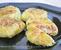 Involtini di verza con salsiccia e scamorza - Ricetta Involtini verza - Tavolartegusto.it