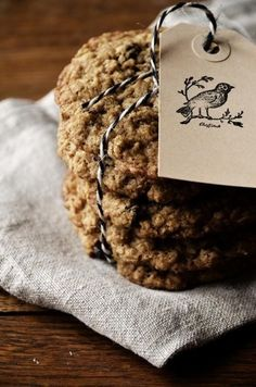 2014 Oatmeal raisin cookies tied with twine, Clutter and Chaos wedding cookies #2014 Valentines Day gift #gift for lover www.dreamyweddingideas.com