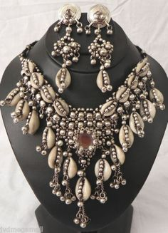 one of my wardrobe favourites - Cowrie shell necklace & earrings