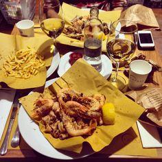 Buona Cena#buonacena #eataly #smeraldo #love #friends #fritto #fish #wine #bianco #acqua #i_love_to_photograph #iphone5 #filter #pane #patatine #kiss #calici #tumblr #twitter #instagram #foursquare #pinterest #facebook