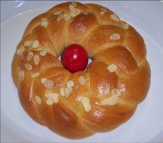 Πάσχα..... των Ελλήνων Πάσχα. Η μεγαλύτερη γιορτή της Ορθοδοξίας μας. Πατροπαράδοτα το τσουρέκι είναι απο τα απαραίτητα εδέσματα στο Πασχαλινό τραπέζι. Αυτ Healthy Cake, Healthy Desserts, Greek Easter Bread, Greek Appetizers, Bread Ingredients, Greek Recipes, Easter Recipes, Sweet Bread, Stevia