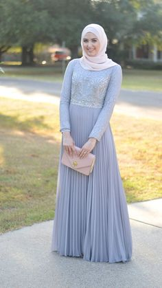 Consider this your ultimate guide to look impeccably chic this wedding season. See a selection of 12 simple hijab evening dresses to inspire you! Islamic Fashion, Muslim Fashion, Modest Fashion, Muslim Girls, Muslim Women, Muslim Couples, Hijab Evening Dress, Evening Dresses, Modest Dresses