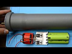 Stun Gun DIY / Make a weapon out of junk! Electronics Mini Projects, Electronic Circuit Projects, Electronics Basics, Electrical Projects, Air Cannon, How To Make Camera, Tactical Survival, Survival Weapons, Robotics Projects