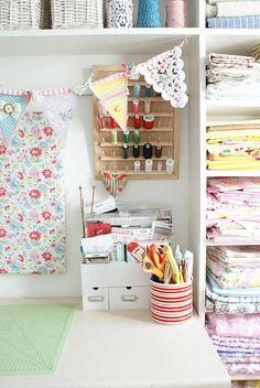 Love... Oh I love this craft room organization.