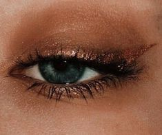 Gold liner eyeliner black mascara green eyes nude eyeshadow - July 06 2019 at Metallic Eye Makeup, Dramatic Eye Makeup, Natural Eye Makeup, Makeup For Brown Eyes, Makeup Glowy, Gold Eyeliner, Brown Eyeliner, Nude Eyeshadow, Sparkly Eyeshadow