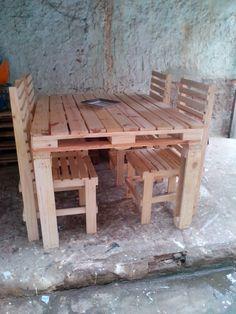 Resultado de imagem para cadeiras para jantar de pallet