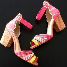Essa sandália é linda é colorida e está esperando por você no nosso site. CORRE! http://ift.tt/1SLG2kZ  Ref. N7802