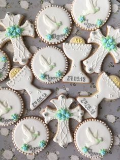 First Communion Boy Communion Cake, First Holy Communion Cake, First Communion Favors, Communion Centerpieces, First Communion Decorations, Shower Centerpieces, Christening Cookies, Cross Cookies, Religious Cakes
