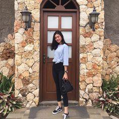 Ulzzang Korean Girl, Minimalist Fashion Women, Uzzlang Girl, Indonesian Girls, How To Pose, Aesthetic Girl, Summer Outfits, Normcore, Ootd