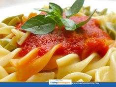 This quick and easy tangy tomato pasta sauce is a twist on a family favourite and needs very few ingredients. Pasta Sauce Ingredients, Homemade Potato Wedges, Tomato Pasta Sauce, Plum Tomatoes, Rigatoni, How To Cook Pasta, Italian Recipes, Stuffed Peppers, Argentina