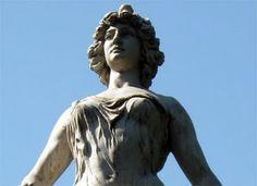 Estatua de Libertad en Plaza Independencia - Tucuman Argentina