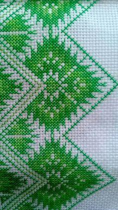 Green Bushs Cross Stitching, Cross Stitch Embroidery, Embroidery Patterns, Cross Stitch Designs, Cross Stitch Patterns, Palestinian Embroidery, Beaded Crafts, Cross Stitch Flowers, Needlepoint