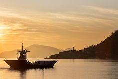 #brescia #lagodiseo #igiseo #montisola #tramonto #sunset #goldenhour #paesaggio #paesaggioitaliano #landscaping #landscape #landscapephotography #cielo #sky #nave #boat #barca #sera #follow4follow #followforfollow #fotoettore #clickalps