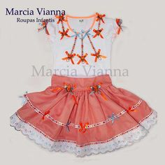 Caipira junina laranja infantil. Cor e estampa podem variar. Blusa e saia. Saia ajustável na cintura.  Vai com arco ou maria chiquinha.  Feito sob encomenda. Baby Girl Skirts, Baby Dress, Girls Dresses, Summer Dresses, Kids Wear, Clothing Patterns, Girl Outfits, Rompers, Stitch