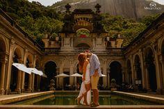 Pré-wedding Jardim Botanico Rio de Janeiro   Post completo: http://mysweetengagement.com/ensaio-pre-wedding-e-historia-de-amor-no-rio