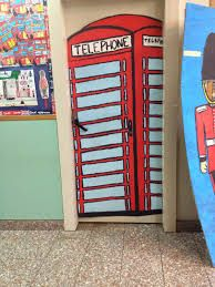 Resultat d'imatges de portes de l'escola decorades de londres Jukebox, Magazine Rack, Storage, Furniture, Home Decor, World, London, Puertas, English People