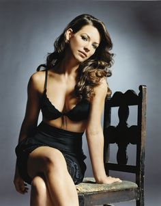LOVE Evangeline Lilly-- Admire her natural beauty.