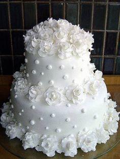 Reminds me of a chenille french dot coverlet - - Torten - Hochzeitstorte White Wedding Cakes, Elegant Wedding Cakes, Beautiful Wedding Cakes, Gorgeous Cakes, Wedding Cake Designs, Pretty Cakes, Cute Cakes, Amazing Cakes, Dream Cake