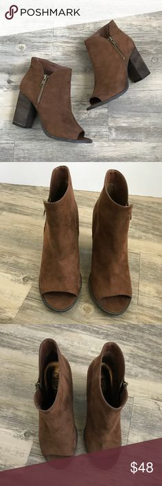 ❗️PRICEDROP❗️Carlos Santana Peep Toe Suede Booties Carlos Santana Peep Toe Brown Suede Booties, are Perfect for fall! Perfect for dresses and is so cute! Theses booties are in perfect condition! Any questions fell feel to ask :) Carlos Santana Shoes Ankle Boots & Booties