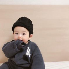 Pertemuan Rose dengan Chanyeol d Cute Baby Boy, Cute Little Baby, Baby Kind, Little Babies, Cute Boys, Baby Baby, Cute Asian Babies, Korean Babies, Asian Kids