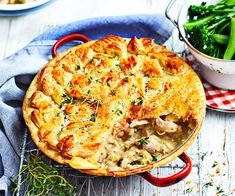 Tuck into the ultimate comfort food with this chicken and thyme one-pan pie. The leek creates a beautiful creamy texture, and the garlic and thyme add so much flavour! Easy One Pot Meals, One Pan Meals, Easy Weeknight Meals, Steak Recipes, Chicken Recipes, Sweet Potato Hash Browns, Steak And Onions, Leek Pie, Ginger Chutney