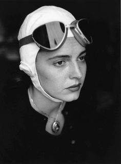 Photographer Ruth Orkin - American Girl in Florence, Italy, Model Jinx Allen in Goggles. Documentary Photographers, Female Photographers, Vintage Photography, Portrait Photography, Artistic Photography, American Girl, Cross Country Trip, Berenice Abbott, Portraits