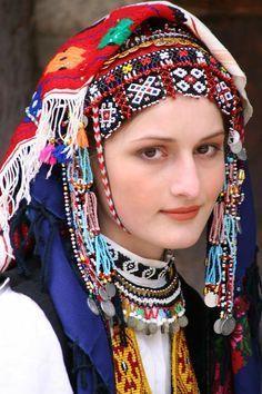 25a50cb0cda4c66157f96e0c4cc235ea--sweet-lady-traditional-dresses.jpg