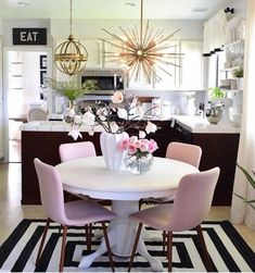 Gather everyone you love around your table in the dining room and make them feel like they are in the most beautiful place ever! Home Decor ideas has the best tips for you to create a luxurious and modern dining room. - Home Decor Room Design, Interior, Home, Modern Dining Room, Living Room Decor, House Interior, Apartment Decor, Dining Room Decor, Interior Design