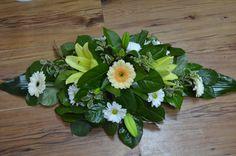 flori de april: ARANJAMENT PENTRU MASA