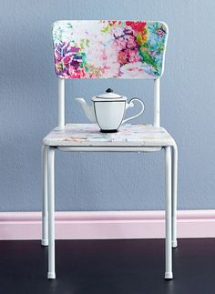 Découpage chair | DIY You will need: • chair with a wooden seat and backrest • tapestry paper 1 and tapestry paper 2 • paint or spray paint in the colour of your choice • modge podge • decoupage varnish • paintbrushes • drop sheet • fine-grit sandpaper • scissors