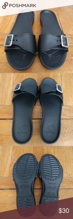f78ff40897ba NEW Crocs women s Sarah Sandals 🌟BLACK🌟 A pair of slip on sandals that are