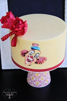 Such a Clown by Three Little Blackbirds (TLB Cakes) (5/23/2012)  View cake details here: http://cakesdecor.com/cakes/16258
