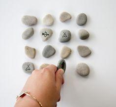 On the rocks Cadeau Parents, Diy Cadeau Noel, To Go, Mark Making, The Rock, Solution, Stud Earrings, Gifts, Rocks
