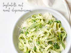 Tagliatelle with minted pea sauce - Creme fraiche makes a quick and easy rich creamy sauce for this pasta meal. Mint Recipes, Sauce Recipes, Pasta Recipes, Gnocchi Recipes, Spring Recipes, Free Recipes, Midweek Meals, Easy Meals, Fresh Mint Leaves