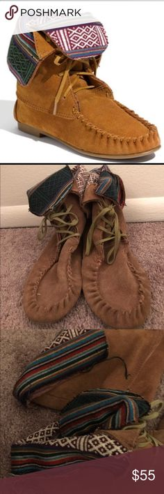 Steve Madden Moccasin Boot Only worn a handful of times! Some stitching is coming loose on backs (shown in picture) but in good condition! I am not entirely sure on the size but they are definitely a 9.5/10! Steve Madden Shoes Moccasins