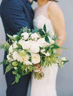 white bouquets with greenery - photo by Caroline Yoon Fine Art Photography http://ruffledblog.com/modern-california-wedding-with-tropical-flowers