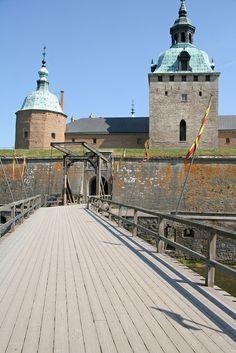 Kalmar Castle - Kalmar, Sweden ❣ S v e r i g e ❣ Sweden Europe, Sweden Travel, Amazing Places On Earth, Beautiful Places, Kingdom Of Sweden, Scandinavian Countries, Castle House, Largest Countries, Medieval