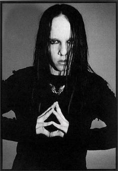 Joey Jordison, drummer of Slipknot. He contrasts a bit with the other photos, doesn't he? XD