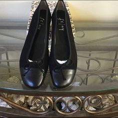 FS NY/London Sole black ballet flat Never worn ballet flat size 10 box runs large can fit a 10.5 or 11. Excellent condition. London Sole Shoes Flats & Loafers