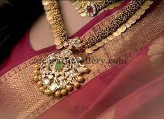 Jewellery Designs: Trendy Pachi Locket with Kasu Mala India Jewelry, Temple Jewellery, Gold Jewelry, Jewelery, Diamond Jewellery, Jewelry Sets, Gold Necklace, Indian Jewellery Design, Jewellery Designs