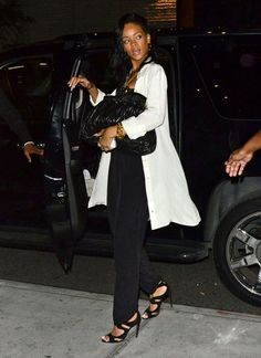 Rihanna Oversized Tote - Rihanna carried her oversize black clasp bag out with her for Mother's Day.