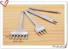 6 mm leer Craft Punch Prong Stitching Hole Punches beitels Tools set van 4 S224 Wenst u een groothandel, neem contact met mij uit Etsy gesprekken of mijn E-mail: 3Dcraftsupplies [! bij] gmail.com En lees de aankondiging van mijn winkel in mijn woonplaats pagina en mijn Shop-beleid