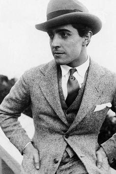 1bohemian:  Ramon Novarro, 1926  I love the outfit of the nineteen twenties. This three piece suit rocks.
