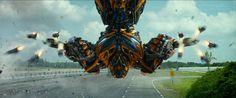 Bumblebee bekommt einen Waffenbruder! Sein neuer Bester Freund ist eine Kampfmaschine. Seht das erste Bild des Roboters aus Transformers 5 - Neuer Autobot Hot Rod ➠ https://www.film.tv/go/HotRod #Transformers5 #HotRod #Bumblebee