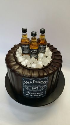 16 Ideas Birthday Cupcakes Adult Jack Daniels For 2019 Birthday Cake For Husband, Birthday Cakes For Men, Birthday Cupcakes, Husband Cake, Men Birthday, Bolo Jack Daniels, Jack Daniels Birthday, Jack Daniels Party, Liquor Cake